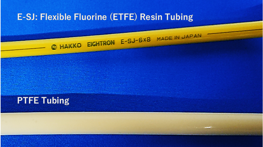 [Sample] We pour the same yellow paint through both tubings and seal both ends.   [Result] As you can see, compared with a PTFE tubing, HAKKO E-SJ is easier to see through.